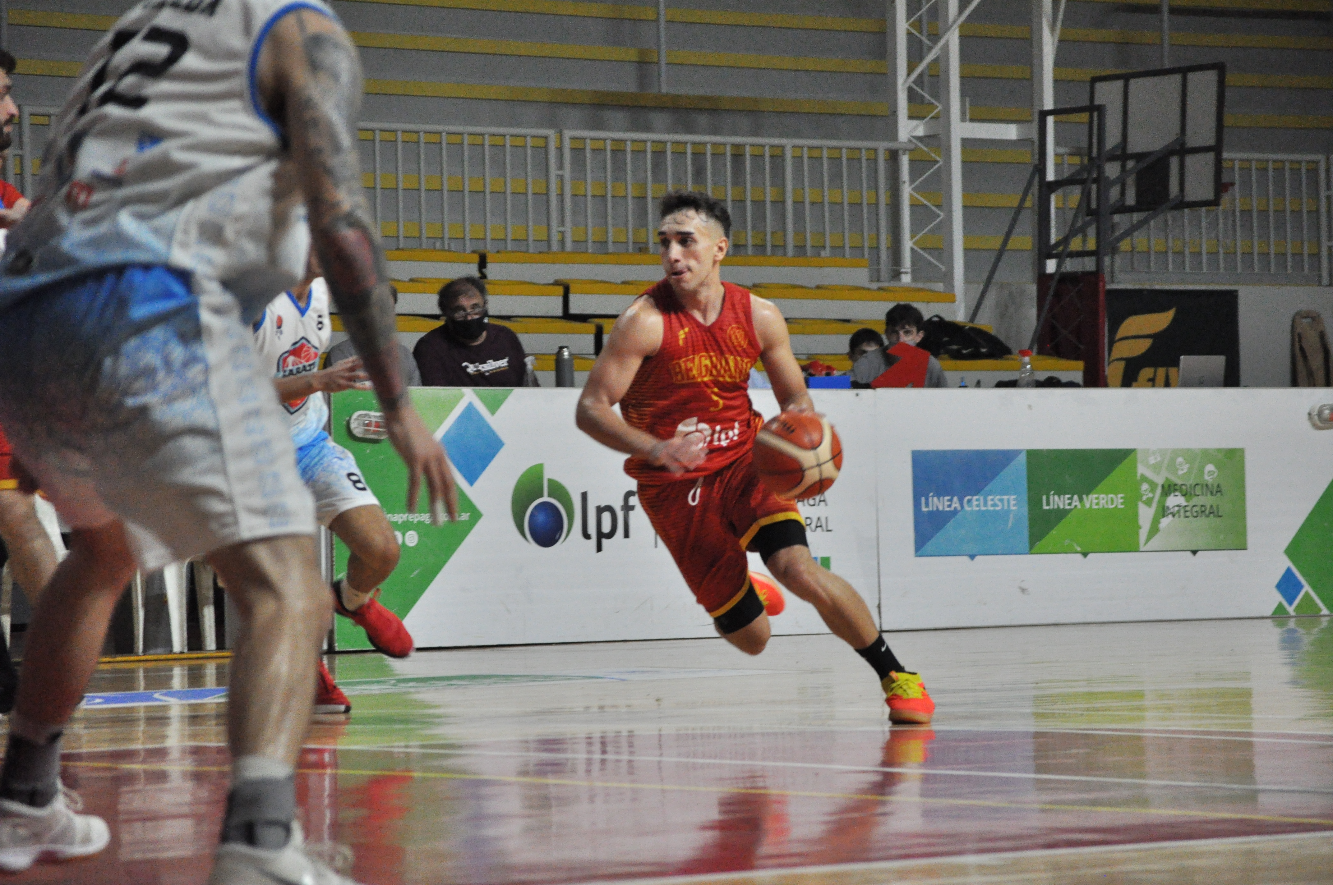 Belgrano de San Nicolás venció con autoridad al puntero Zárate Basket