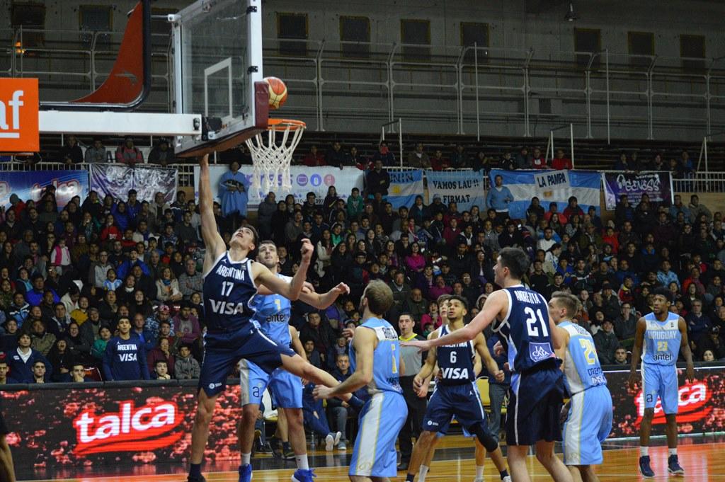 Argentina jugó su mejor partido del torneo y derrotó a Uruguay