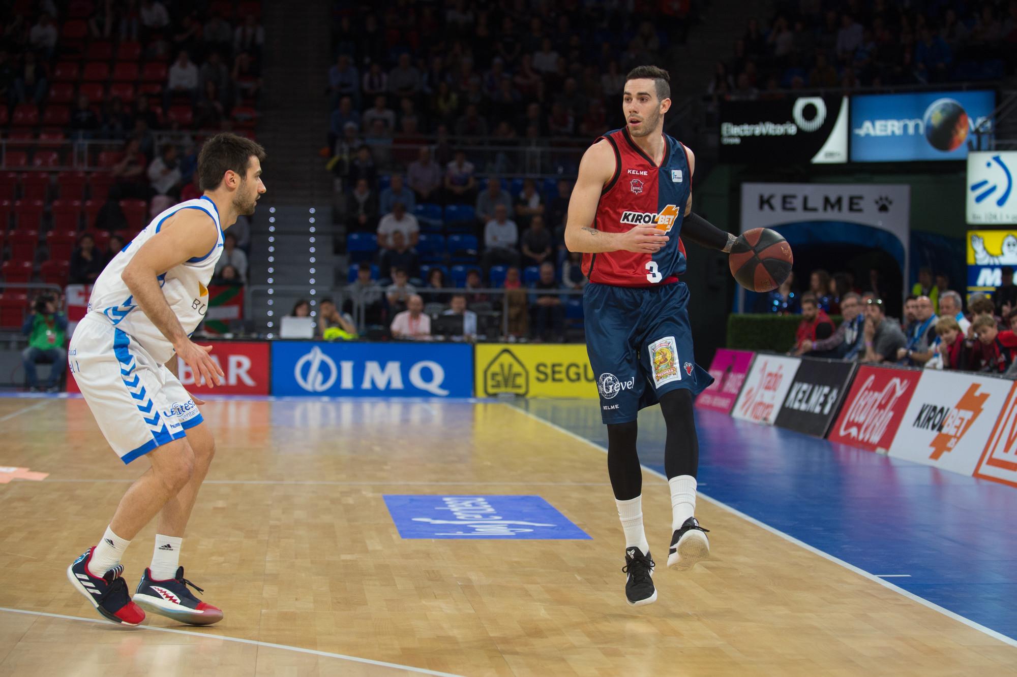 Real Madrid y Baskonia siguen peleando por la cima en la Liga ACB