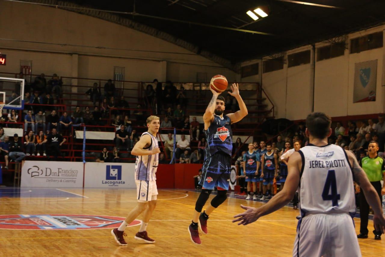 Zárate Basket le ganó a Sportivo Escobar en el debut de la temporada